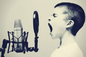 ボイストレーニングで話し方を改善!10分で誰でも「いい声」に変わる